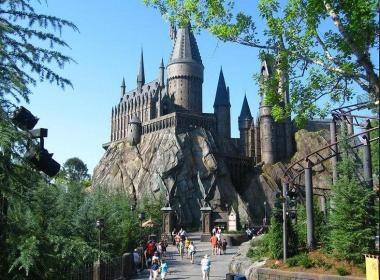 .Parc à thème autour de l'univers de J.K Rowling  au cœur des 108 hectares de l'Universal Studios Japan d'Osaka  https://www.vivrelejapon.com/nouveautes/harry-potter-osaka-parc