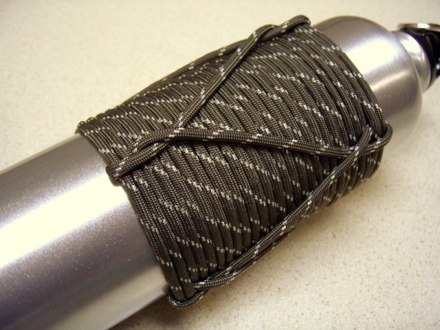17 best images about paracord on pinterest bracelets for Paracord koozie how to make