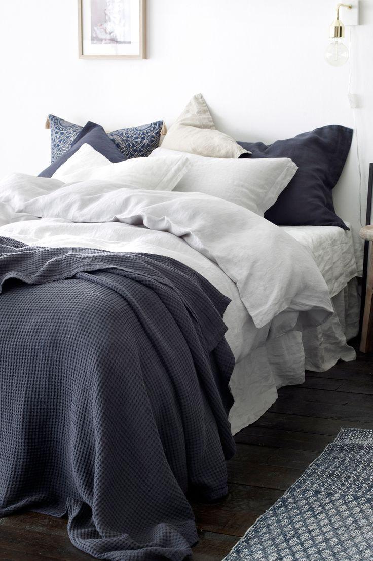 Ellos Home Överkast Flossie i linne 260x260 cm Överkast i tvättad linnekvalitet med vävd våffla. Stl 260x260 cm. <br><br>100% lin<br>Tvätt 40°