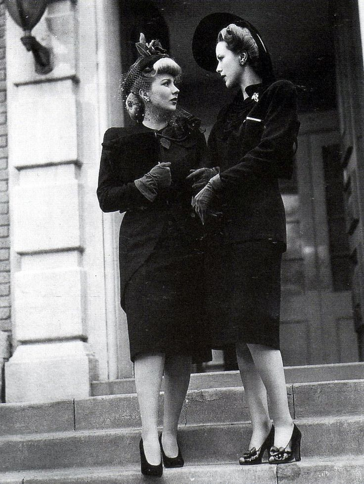 Two wonderfully stylish, suit clad 1940s ladies. #vintage #1940s