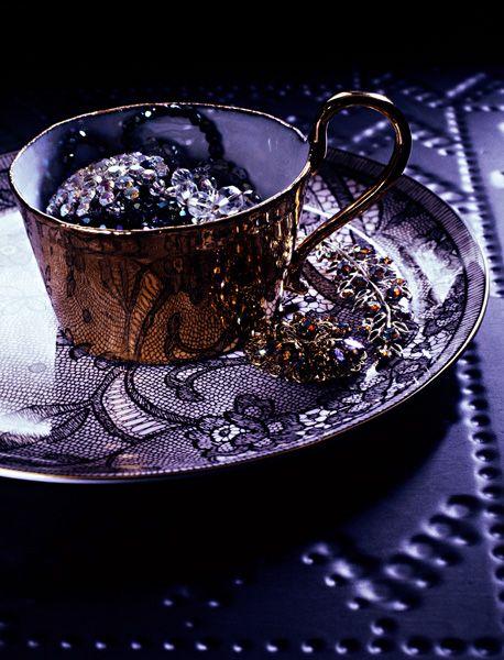 purple #cup of #sparkle: Purple Cups, Memorial Cups, Brown Purple, Lavender Fields, Teas Cups, Purple Rules, Purple Teacup, Purple Violets, Vintage Rose