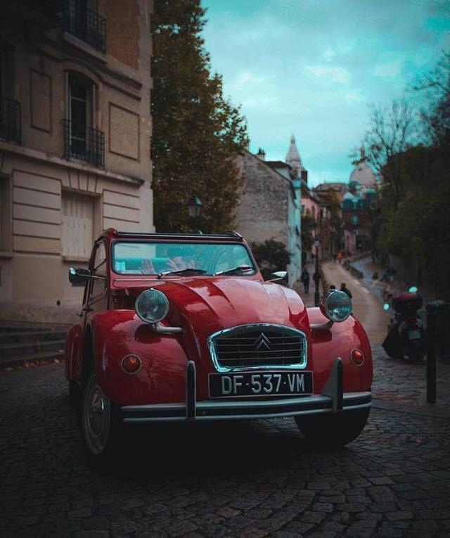 #2CV heritage car illustrates the timeless French Savoir-Faire #TBT Thanks to @matiashnn