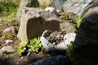 betonowe dłonie rękawiczki wypłnione betonem - piękna doniczka na sukulenty