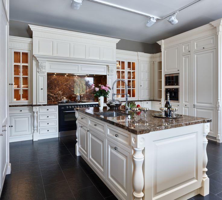 Кухня компании Attribut, модель Челси, в стиле английская классика. Данную модель вы можете посмотреть у нас на выставке по адресу: г. Москва, Хамовнический вал, дом 10 #аттрибут #аттрибутэ #кухни #двери #шкафы #гардеробные #столярныеизделия #столярнаямастерская #attribut #kitchen #cabinets #dressingroom #door