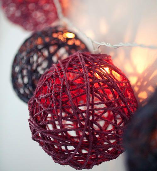 Decorazioni per l'albero di Natale fai-da-te: palline create con fili