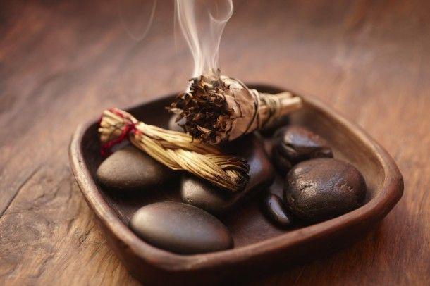 Te contaremos un ritual efectivo para limpiar tu aura y tu hogar de las malas energía. No es para nada complicado, solo necesitarás un ramillete de salvia.