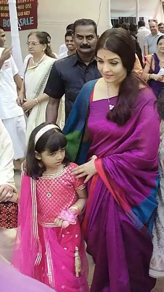 Jav Aishwary Rai Bachchan with her cute daughter in simple saree