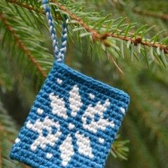 Go to www.threadyarknot.blogspot.com for free tutorial. Tapestry Ornament Pattern NOT in English- use Google Translate