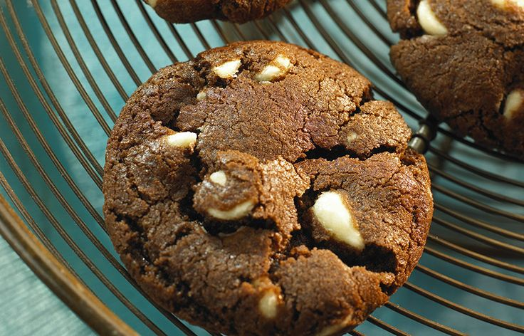 Try this HERSHEY'S Perfect White Chip Chocolate Cookies recipe, made with HERSHEY'S products. Enjoyable baking recipes from HERSHEY'S Kitchens. Bake today.