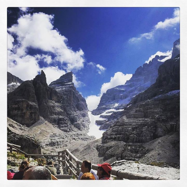 Il nostro amico Matteo  ci regala questo splendido scorcio in #diretta dal #cuore delle #Dolomiti di #Brenta Trek .. noi amiamo le escursioni alla scoperta dei #rifuigi del #trentino @dolomitiwalkinghotels