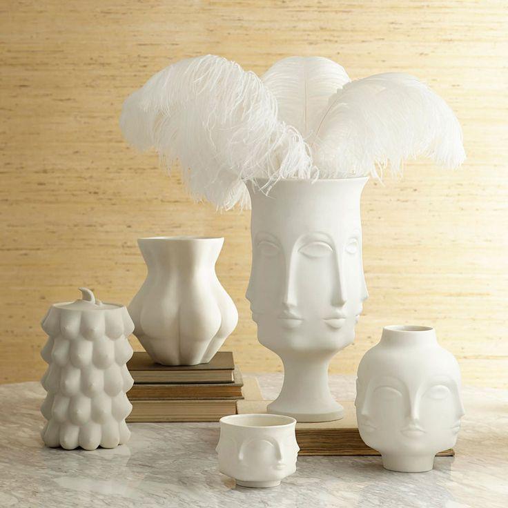 O charme dos vasos em formato de cabeça: http://www.casadevalentina.com.br/blog/vasos-cabeca/ ------------------------------ The charm of vases in head shape: http://www.casadevalentina.com.br/blog/vasos-cabeca/