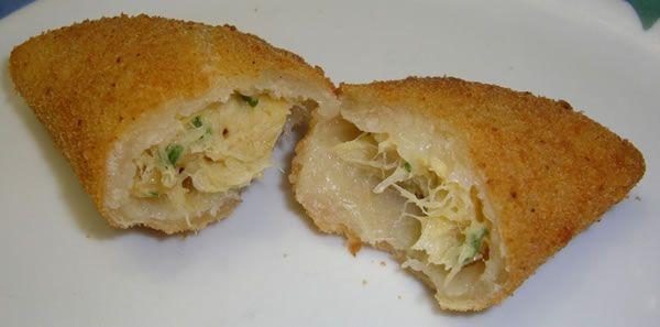 Les rissoles (patties) de morue sont rares de trouver en vente. Faire à la maison est une excellente suggestion. Essayez, sont délicieux!