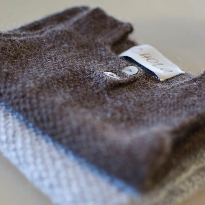 Strikket vest i skøn ren Alpaca uld. Dejlig blød til babyer.
