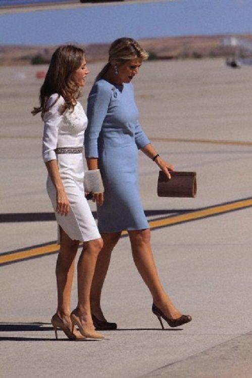 (L-R) Princess Letizia of Spain and Queen Maxima of Netherlads at Torrejon de Ardoz Airport, 18 Sep 2013