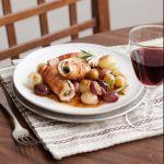 Un secondo piatto sfizioso ma light: con tutto il gusto della carne insaporita dalla frutta fresca e dalle erbe aromatiche. Prova la ricetta di Sale&Pepe.