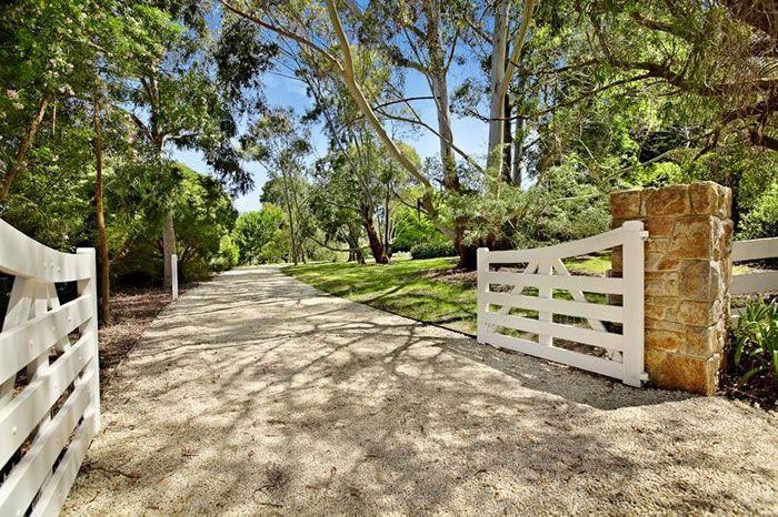 Fabulous Front Entrances :: Driveway Gates