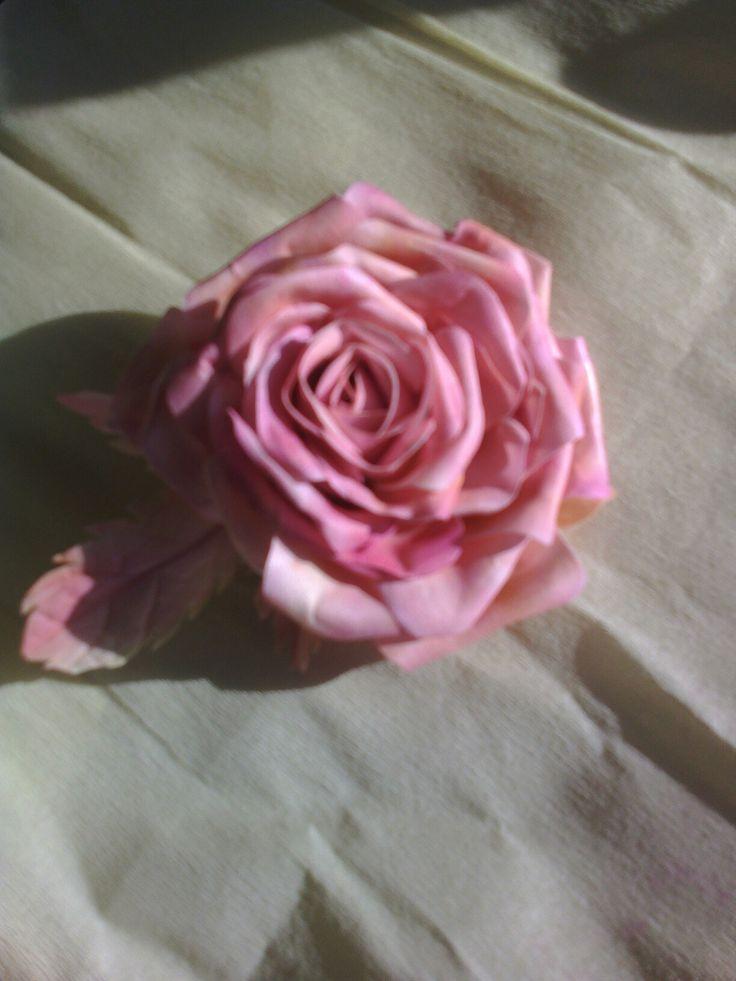 Роза брошь из фоамирана