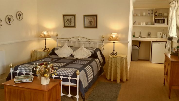 Greenhills Country Cottages   Self catering suites with fireplace and private verhandas
