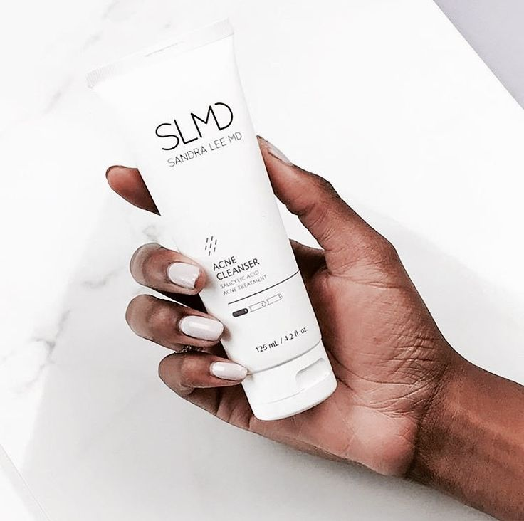 Fact Friday: Did you know that salicylic acid has the same anti-inflammatory properties as aspirin (aka acetylsalicylic acid) ?? 😱 Salicylic acid is also an active ingredient in our Acne Cleanser!! ✨ Click to shop and learn more