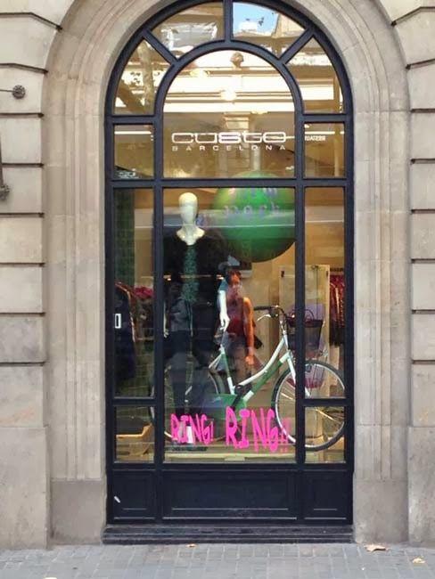 #Escaparates para la nueva campaña de invierno de @Lola Perez Barcelona en Barcelona y Madrid. Ring Ring!  Realizados por alumnos de Ártidi!