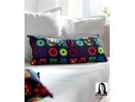 IKEA LUSY BLOM Cushion (leuke, kleurrijke kussens op neutrale bank, maar dan liever grijze bank dan wit, vast ook mooi op rood)