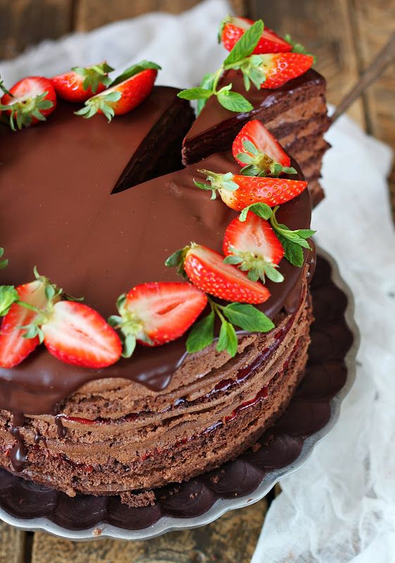 Торт для любимого,любителя шоколада и сладкого. Сочетание шоколадных коржей с двумя видами крема и клубничным конфитюром. Получилось очень вкусно. Ингредиенты…