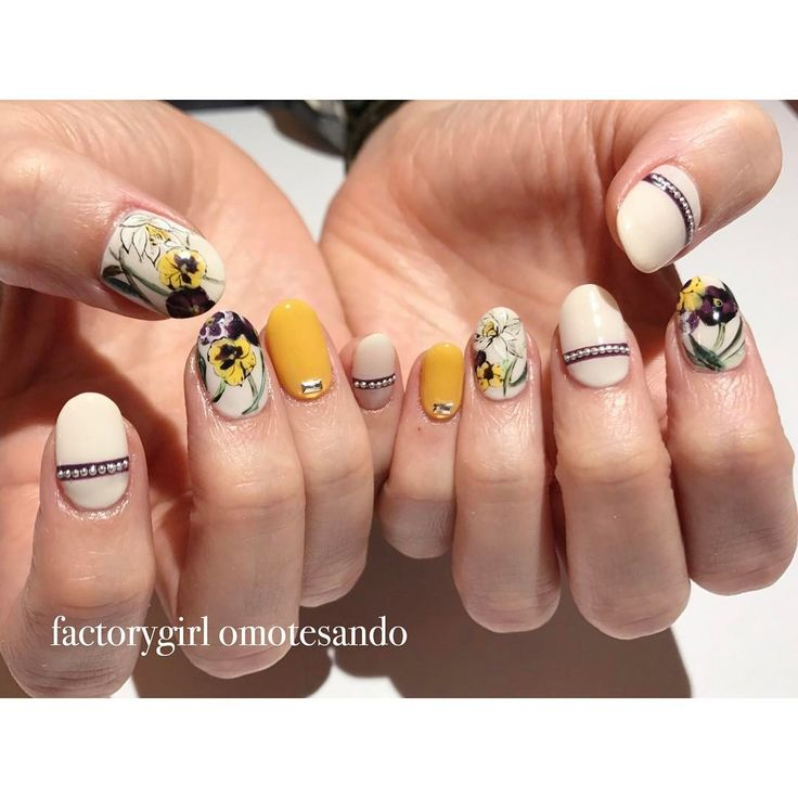 """682 Likes, 9 Comments - factorygirl<表参道・恵比寿> (@nailsalon_factorygirl) on Instagram: """"* GUCCIのボタニカル柄からデザイン 黄色が効いてる #nail#nailart#factorygirl#表参道#恵比寿#ネイル#GUCCI#botanical#ボタニカルネイル"""""""