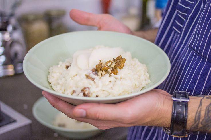 Un risotto pere e gorgonzola cucinato dall'artista Domenico Romeo. Scopri la sua ricetta step by step e cucinalo anche tu!