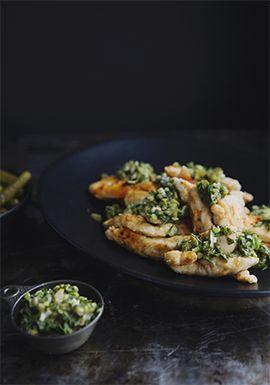 Dans cette recette, j'ai opté pour une panure très fine afin de diminuer la quantité de gras tout en ajoutant un peu de croquant au poulet.