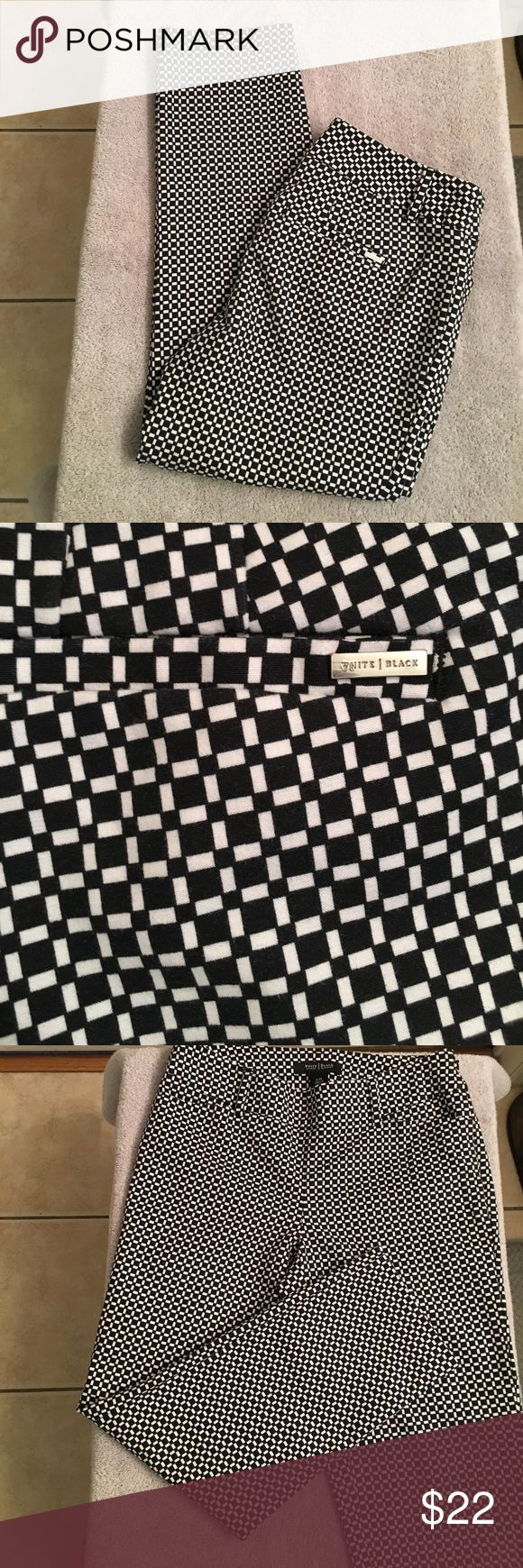 """White House Black Market Ankle Pants EUC. Very cute and stylish. 2 front and 2 rear pockets. Hidden side zip for entry. Checker board pattern. Can be dressy or casual. Inseam 23"""". White House Black Market Pants Ankle & Cropped"""