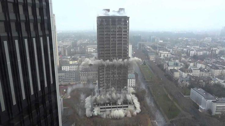 Sprengung 116 Meter Hochhaus (AfE-Turm) in Frankfurt am 02.02.2014 - Ful...