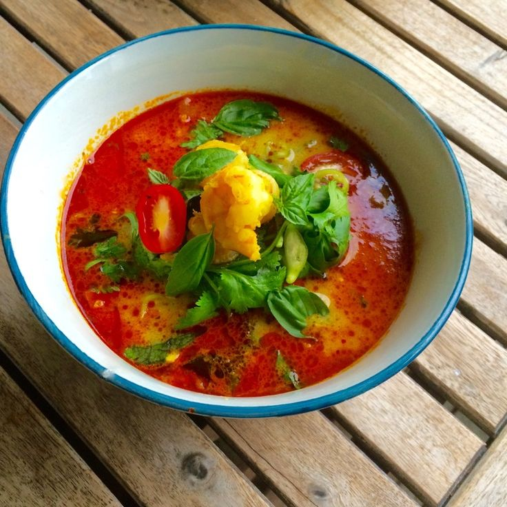 Thai Coconut Curry Soup. This coconut curry soup is the opposite: super delicious, easy to make and loaded with as many shrimp as you can eat.  - See more at: http://www.apurefoodkitchen.com/thai-coconut-curry-soup-shrimp/