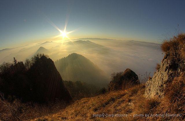 Sunrise in the Pieniny Mountains #Poland  www.simplycarpathians.com