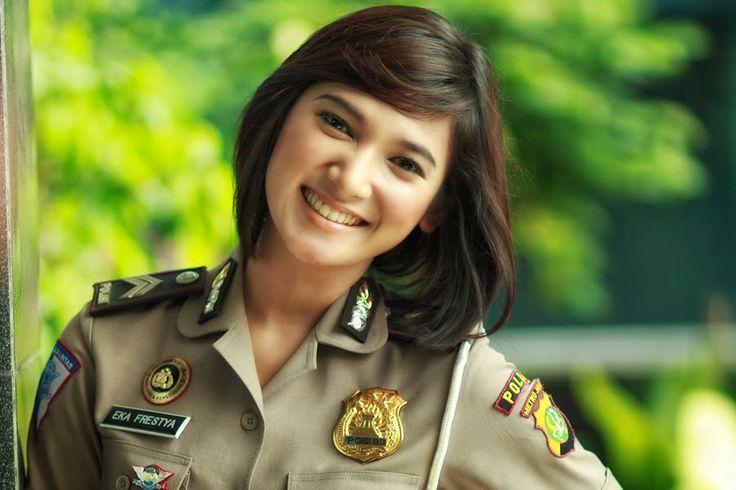 Hairstyles Terkenal Di Indonesia: Model Rambut Polwan Indonesia // Police Woman Hairstyle