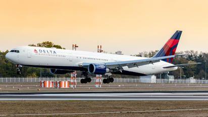 N835MH - Delta Air Lines Boeing 767-400ER photo (220 views)