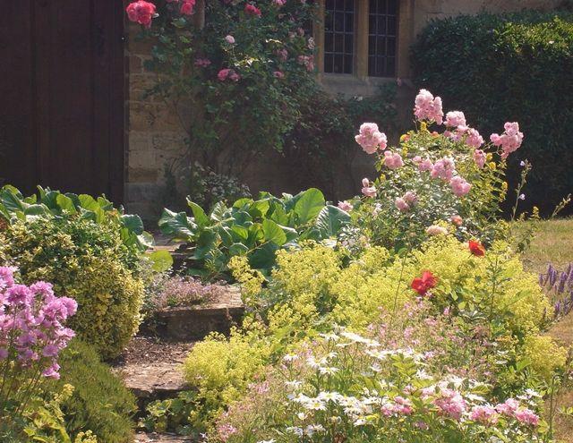 beautiful beds of flowers country garden ideas pinterest