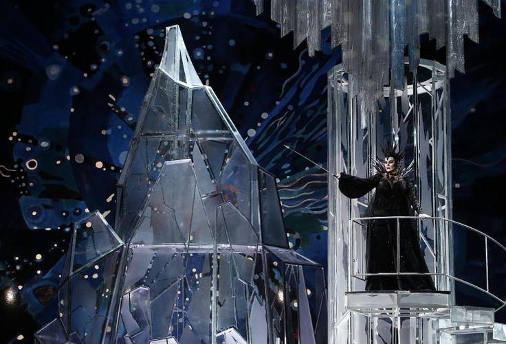 """Schneekönigin: Die Bühne im berühmten Moskauer Bolschoi-Theater ist ein großer Kristall-Palast für die Oper """"Die Story von Kai und Gerda"""". Opernsängerin Svetlana Shilova ist die Schneekönigin in der Kinderoper, die das Märchen von Hans Christian Andersen erzählt. Mehr Bilder des Tages auf: http://www.nachrichten.at/nachrichten/bilder_des_tages/ (Bild: Reuters)"""
