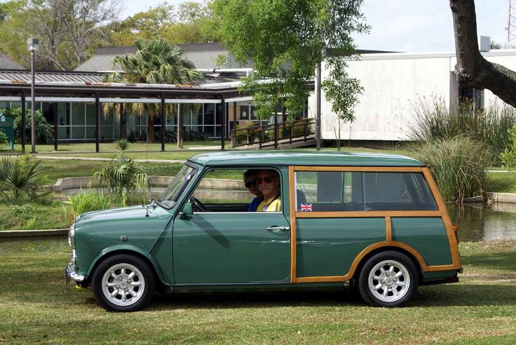 Austin Mini 850 Countryman. Had my first driving lessons in one of these when I was at college, 1974, it had a floor start button