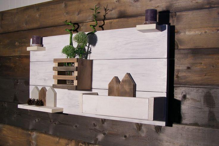 Decoratie/Moodboard Wit voor bijv: kruidenplantjes. De rechter bak is groot genoeg om een plastic planten bak in te doen voor de kruiden plantjes, die er makkelijk uit kan om nieuwe plantjes in te doen, zodat we ook in de winter verse kruiden hebben ;)