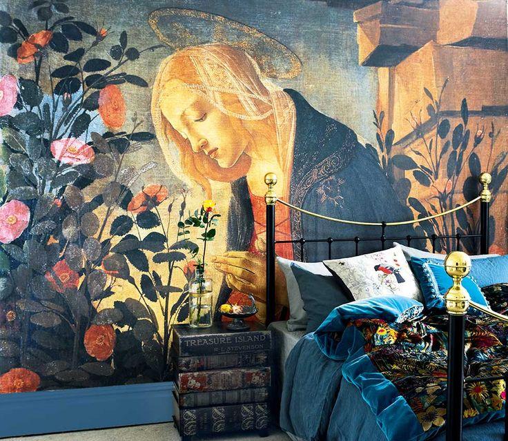 ecléctica británica interior del dormitorio mural religiosa