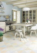 Toužíte po dřevěné podlaze v kuchyni či koupelně, ale jste praktici a dřevu v těchto prostorách nevěříte? Alternativou pro vás může být dlažba, vinyl či laminát.