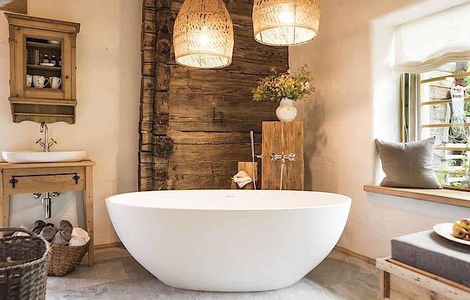 Luxusurlaub In Der Berghutte In Osterreich Rustikales Badezimmer Dekor Rustikale Badezimmer Designs Freistehende Badewanne