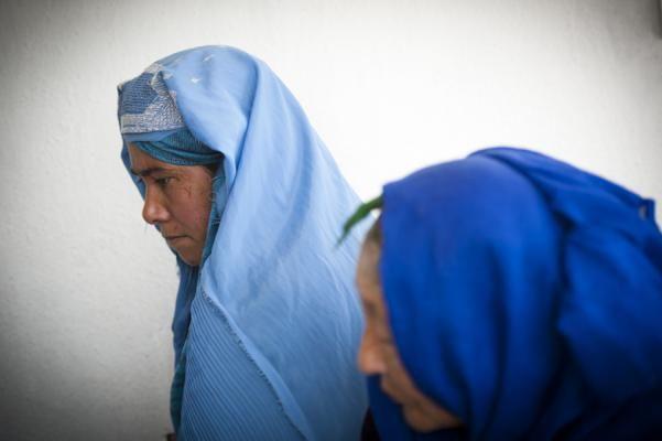 De aanwezigheid van gesluierde vrouwen in Kaboel is dus zeker niet alleen het gevolg van een vrouwonvriendelijke Talibanideologie, maar in zekere zin ook een laat en pervers gevolg van de ondoordachte en geforceerde emancipatiepolitiek van de jaren zeventig