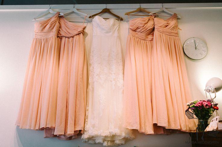 Wedding Morning / Wedding Dress / Long Bridesmaid Dresses / John and Saara's Wedding. Photography by Maria Hedengren.
