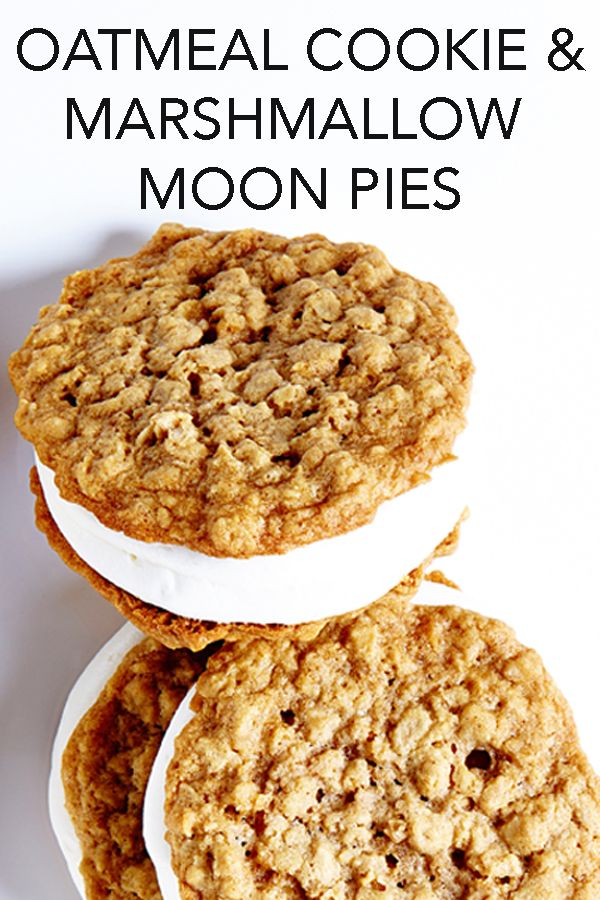 Super easy (yet impressive) to make, these delicious Moon Pies have creamy, finger-licking marshmallow filling sandwiched between two chewy oatmeal cookies. #BiteMeMore #recipes