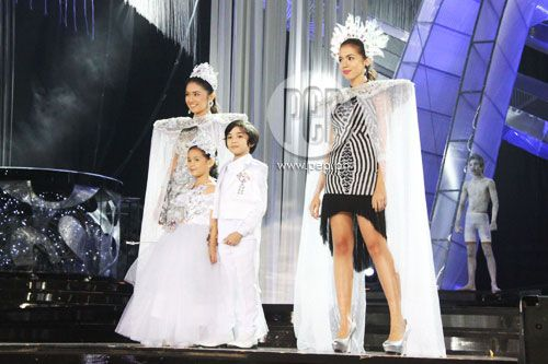 """This is Kathryn Bernardo, Xyriel Manabat, Zaijan Jaranilla, and Julia Montes doing a modelling stint during their production number at the ABS-CBN 2011 Christmas Special, """"Da Best ang Pasko ng Pilipino"""" last December 13, 2011 at Smart Araneta Coliseum, with a warm response of cheers and applause from the audience. #KathrynBernardo #TeenQueen #JuliaMontes #JulKath #ABSCBNChristmasSpecial #DaBestPasko #DaBestangPaskongPilipino #DaBestangPaskongPinoy"""