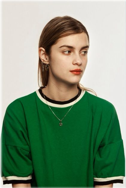 kelly green T and coral lips…