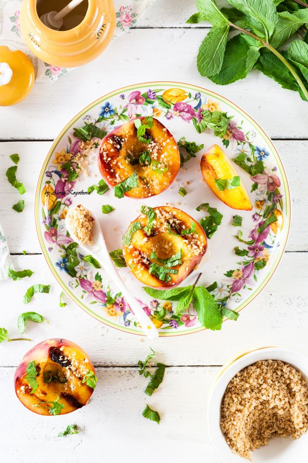 Персики, запеченные на гриле.