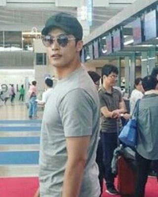 Bye Bye Korea👋💕 😄 Hello Hello Japan😀 Going to Japan in style👓😊 . . . . . . . . . . . . . . . . . . . . . . . . . Cr:@ lhygemini #sunghoon1983 #film #koreandrama #igers #結婚式二次会 #お呼ばれ  #お呼ばれドレス #女子会  #success #djing #お洒落さんと繋がりたい #love #sunghoon #kaddicts #mysecretromance #kpop #kscenes #배우성훈 #saranghae #music #성훈 #songjieun #model #hallyustar #chajinwook