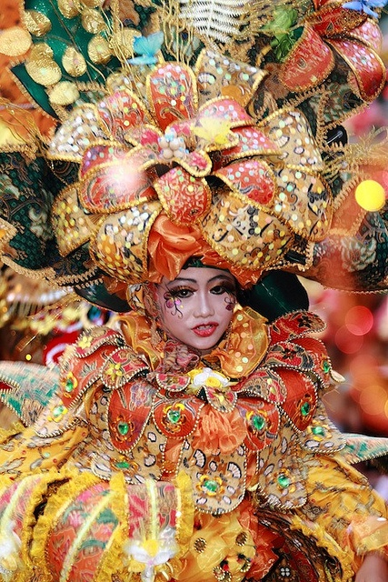 Indonesia Batik Carnival! Just Amazing!